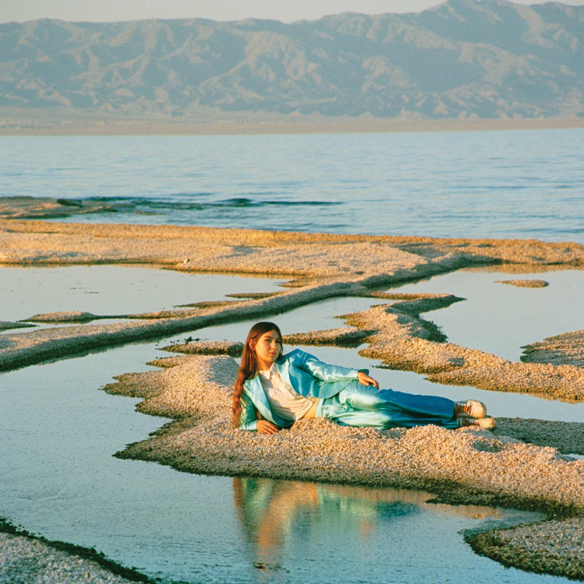 Weyes Blood : From Front Row Seat To Earth