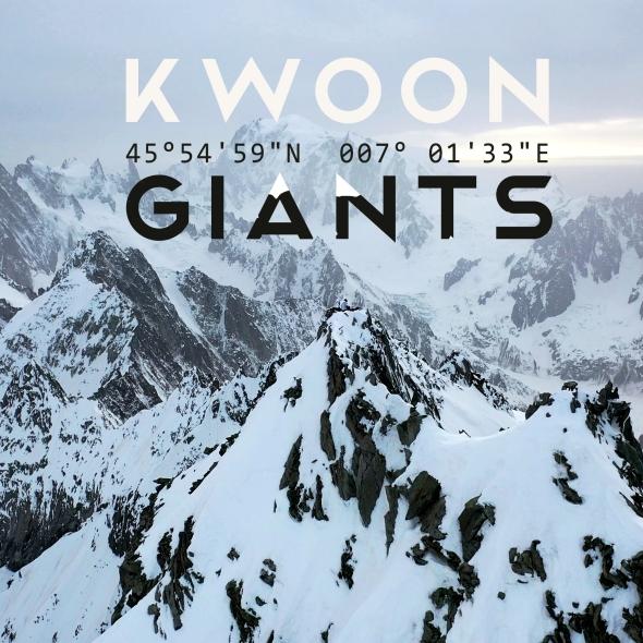 Kwoon aka Sandy Lavallart en concert solo en haut de l'Aiguille du Triolet dans les Alpes
